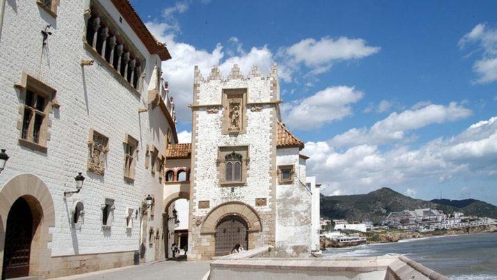 Equipo de pintores en Sitges en fachadas, locales y particulares
